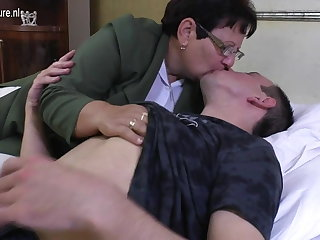 Taboo mature MOM fucks the brush young house-servant
