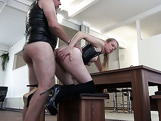 Rapacious blond haired bitch in latex swot Xiona works on dude's cock