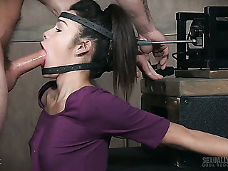 Torrid submissive girl gets her hound fixed while being mouthfucked hard