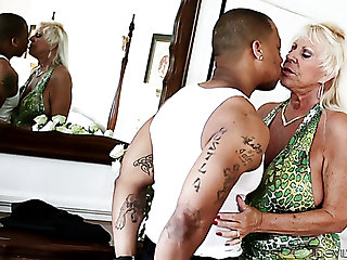 Mature voracious blonde lady sneaks Good Samaritan else's groom for interracial sex