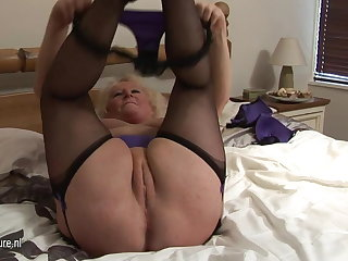Big granny squirting on her dado