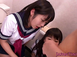 Mini Japanese schoolgirls love threeway