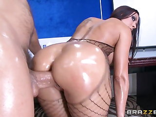 Brazzers - Rachel Starr Shows off the brush sexy as A